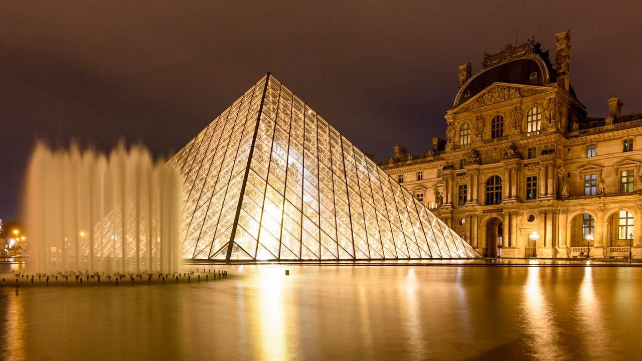 Upon Request Paris Street Photography Louvre